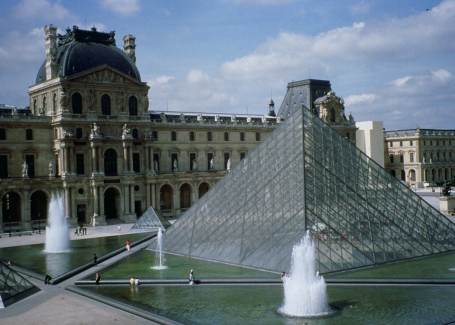 Louvre_Paris_IMPei_pyramid