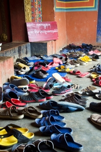 DSC_2839_shoes_at_temple